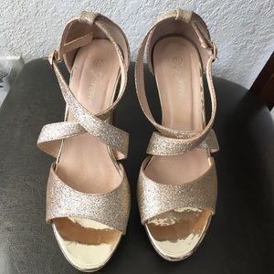 "🌞 Forever Unique Gold Glitter Sparkle 4"" Heels"
